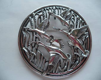 Vintage Signed Sarah Coventry Large Silvertone Openwork Flying Geese Brooch/Pin