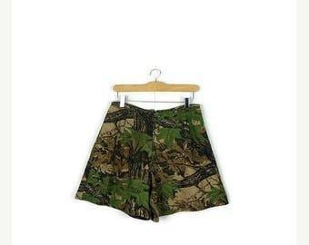 ON SALE Vintage  Hunting Camouflage Pattern Cotton Flare Shorts from 90's/W28-30*