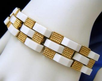 Crown Trifari Vintage Bracelet 1960s White Lucite Gold Tone