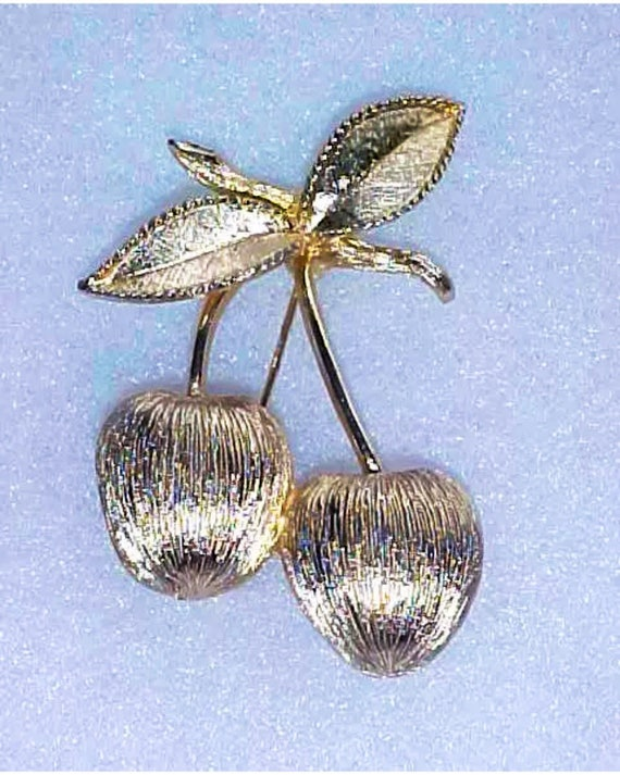 Vintage Sarah Coventry Sexy Gold Plated Pair of Figural Cherries Cherry  PIN BROOCH