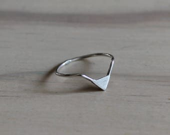 Sterling silver ring chevron ring minimalist ring triangle ring - AME D'ARGENT