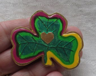Retro Green Shamrock Heart Metal Brooch