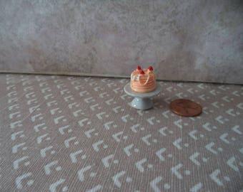 1:12 scale Dollhouse Miniature white ceramic cake stand w/cake