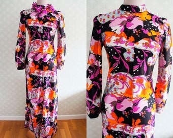70s Vibrant Flower Power Vintage Maxi dress. Small size 70s Maxi dress.
