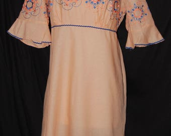 vintage 70s night gown, plus size vintage, pale coral, embroidered gown, ruffle sleeve, ric rac trim, Empire waist, summer nightie