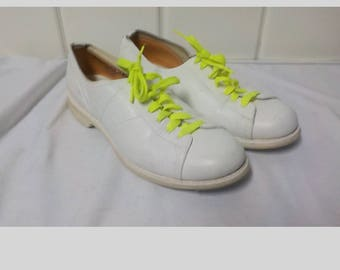 Authentic Linds White Bowling Shoes, Ladies 8