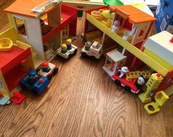 1973-77 Fisher Price Little People #997 Play Family Village with Mail from #2500 Mainstreet
