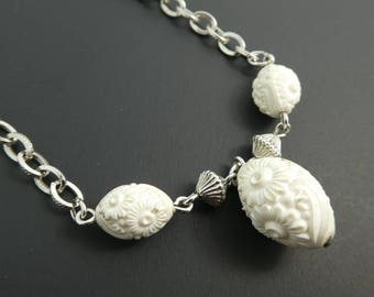 Vintage, Sarah Coventry, Necklace, White Lucite Beads, Floral, Silver Tone, STK110