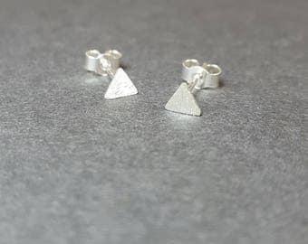 Geometric modern triangle earrings / Tiny triangle matte studs / Sterling silver post earrings / Pyramid earrings / 5mm triangle