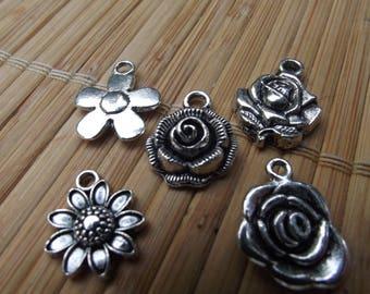 "5 ""flowers"" metal charms"
