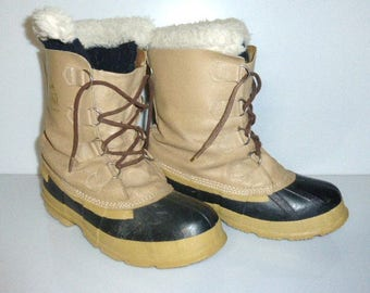 101317sho -- Vintage  Acton Kandar SNOW BOOTS Men's Size 8 Rubber Boots Rain Boots Made in Canada Felt Inserts