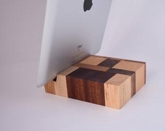 handgemachte eiche holz tablet halter ipad st nder holz ipad. Black Bedroom Furniture Sets. Home Design Ideas
