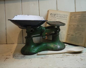 Nice Vintage Kitchen Scales   Green With White Enamel Pan   Rustic Kitchen Scales    Kitchen Scale