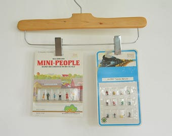 2 Bachmann Mini-People Sets new in Package Bachmann Standing Figures Hand Decorated in Ho Scale Bachmnn Scenic Products