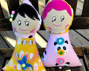 2 rag dolls, Stuffing dolls, They measure 25 cm.
