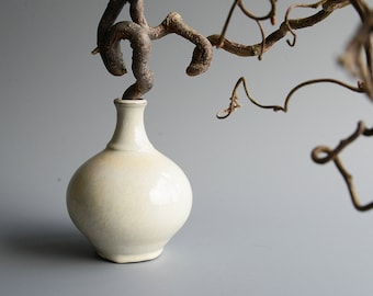 Vase in black stoneware