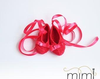 Handknit baby crocheted slippers, newborn slippers with ribbon, newborn baby girl ballet shoes, babyshower gift, handknitted baby crib shoes
