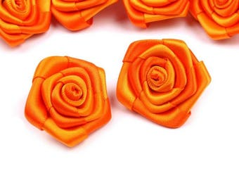5 small roses in orange satin 30 mm