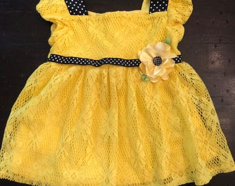 Adorable girls toddler yellow lace with black and white polkadot accents dress by Youngland / size 4T