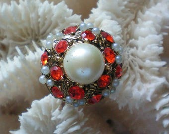 HUGE faux Pearl Statement Ring - 5558
