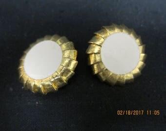 Retro Clip On Earrings