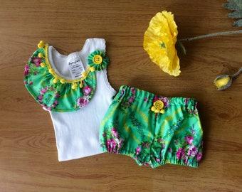 Pretty baby girl summer set. Handmade bloomers  and  singlet set, pom pom trim, newborn size, baby shower gift idea.