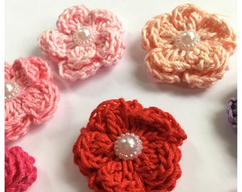 Crochet flowers 1.38 in made with 100% peruvian cotton yarn for accesories   1 flower per bag.