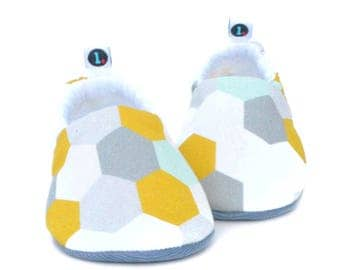 Honeycomb Baby Booties: baby shoes | newborn | toddler | gender neutral | baby girl | baby boy | baby shower gift | baby clothes