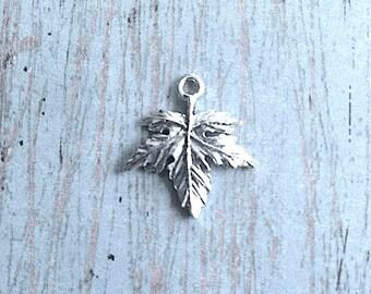 Maple leaf charm (2 sided) silver plated pewter (1 piece) - Canada charm, woodland charms, tree leaf charm, silver maple leaf pendant, W11