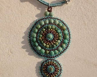 Collier mandala véritables perles turquoises africaines