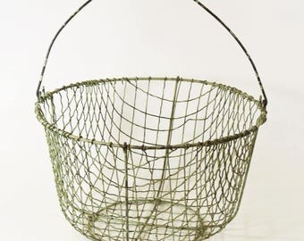 Vtg Primitive Rustic Cottage Chic Painted Wire Clam Egg Collecting Basket