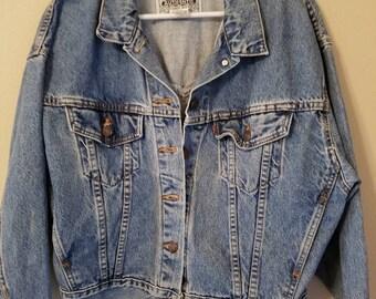 Vtg LEVI'S denim trucker jean jacket Medium women's