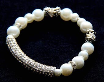 Chic wedding pearl bracelet