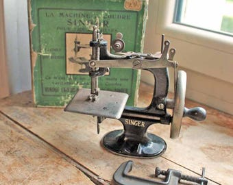 Vintage Singer toy sewing machine with box and clamp / Small singer toy Sewing Machine /Miniature Sewing Machine