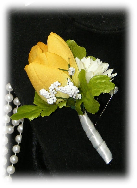 BOUTONNIERE (Order Your Color)