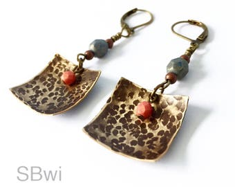 Geometric earrings in bronze with coral, gray and hammered detail