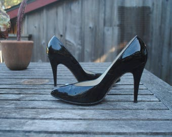 Beautiful Classic Vintage 1950's Black Patent Leather Pumps, woman's size 8