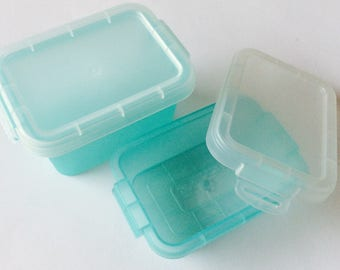 10 mini boxes in green plastic transparent