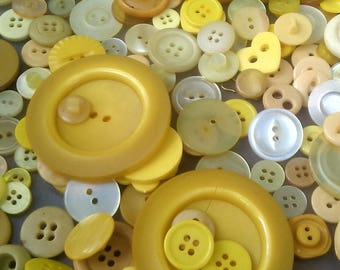 Lot Vintage Yellow Buttons/Vintage Yellow Buttons/Large Lot Yellow buttons/Vintage Buttons/Yellow Buttons Lot/Huge Lot Yellow Buttons