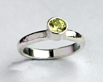 Handmade Silver textured ring with 5mm Light Green Topaz (Ring Size M)