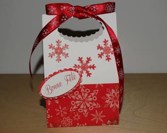 Box of Christmas red and White Snowflake