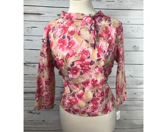 Cropped XL 60's blouse with bow tie collar - vintage fitted floral blouse with bow- 60's secretary blouse