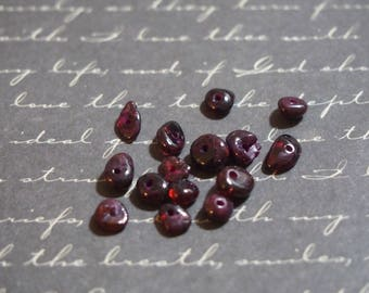 small 15 polished pearls and Garnet chips 5 / 8mm