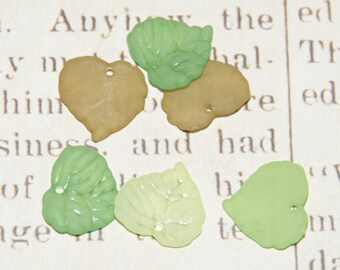 5 charm green leaves made of acrylic matte 15x14mm