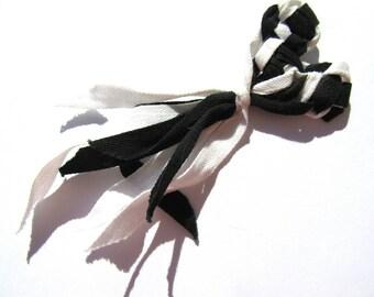 BROOCH CŒUR BLACK AND WHITE COTTON CROCHETED TWILL RIBBON FRINGE 5 / 13CM