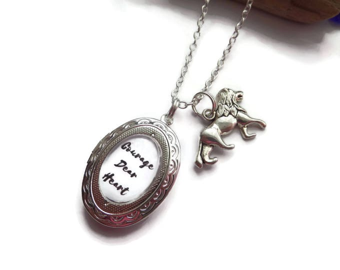 """NARNIA inspired oval glass dome Aslan quote locket """"courage dear heart"""" silver tone 24"""" necklace fan gift jewellery Uk"""