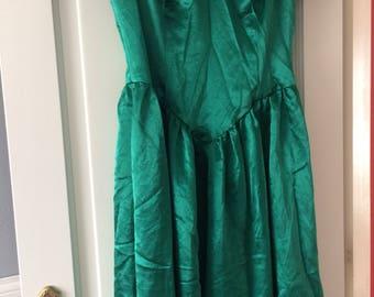 Vintage satin green dress 50s style