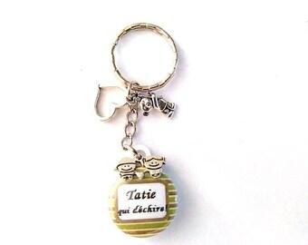 "Keychain badge - bag charm ""Aunty who rocks!"", horizontal lines, green, taupe, white"