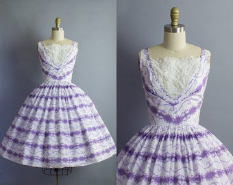 1950s Floral Dress/ 50s cotton novelty print purple and white sundress/ Small (34b/26w)
