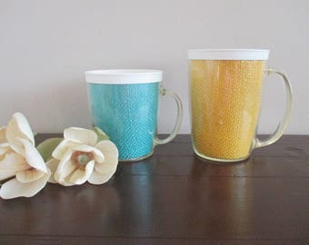 Set of 2 Vintage Raffia ware Plastic Burlap Mugs / Insulated Plastic Mugs